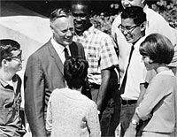 Chancellor Aldrich chats with students in Gateway Plaza, September 1966.
